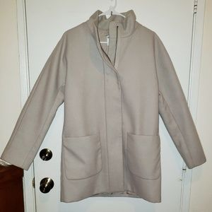 Women's M Old Navy Beige lined zippered peacoat.
